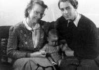 Lilly og Aage Husen med Mickey, 1945