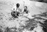 Mickey med far og mor, 1947.
